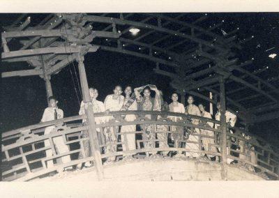 anggota kongres lekra di jembatan taman air sriwedari-feb 1959
